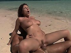 Rounded brunette whore goes crazy riding