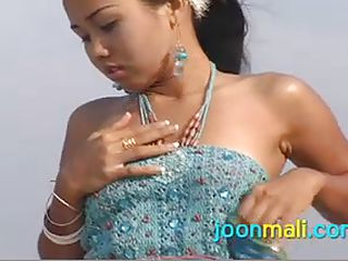 joon flashes her panties on the beach