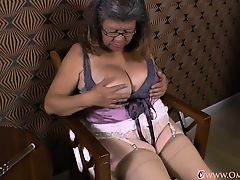 OmaGeil Titsy Latin Lady Playing With Herself